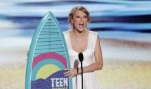 Taylor Swift accepts a Teen Choice Award