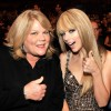 Taylor Swift Tells Fans Her Mom Has Cancer